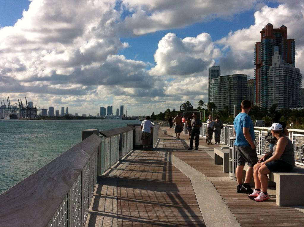 Miami beach bike route south beach and ocean drive for Miami fishing piers