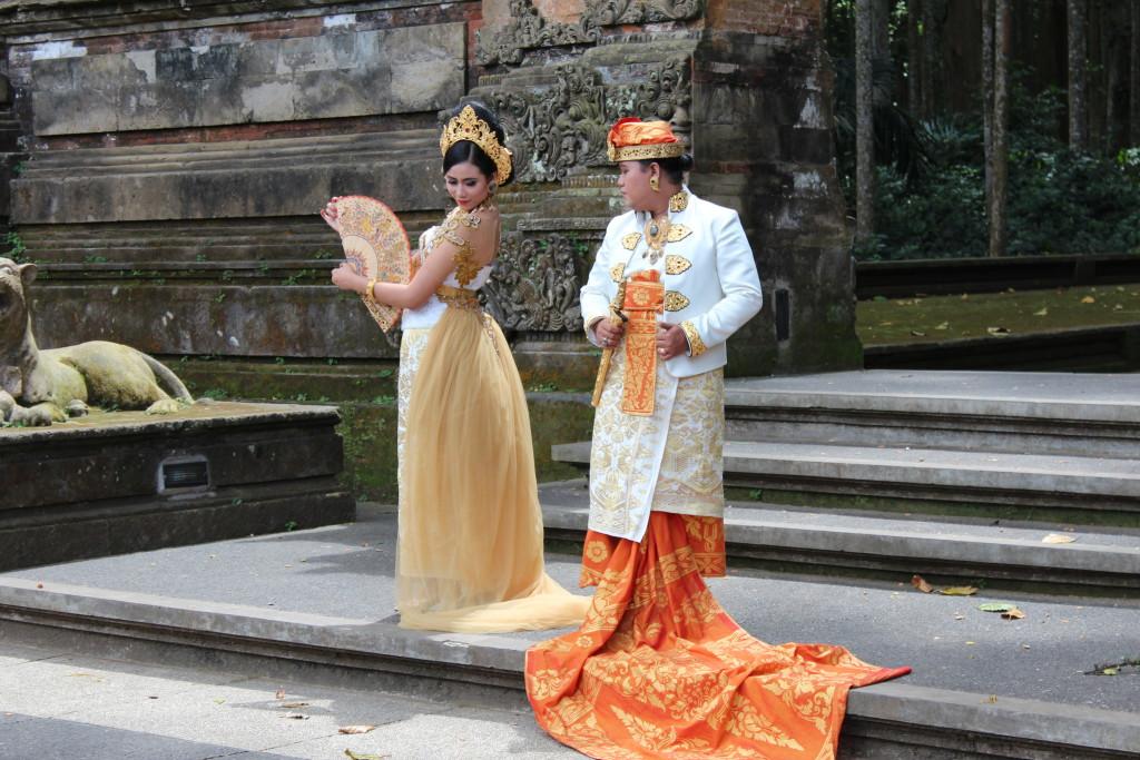 Wedding photos in Sangeh Monkey Forest, Bali