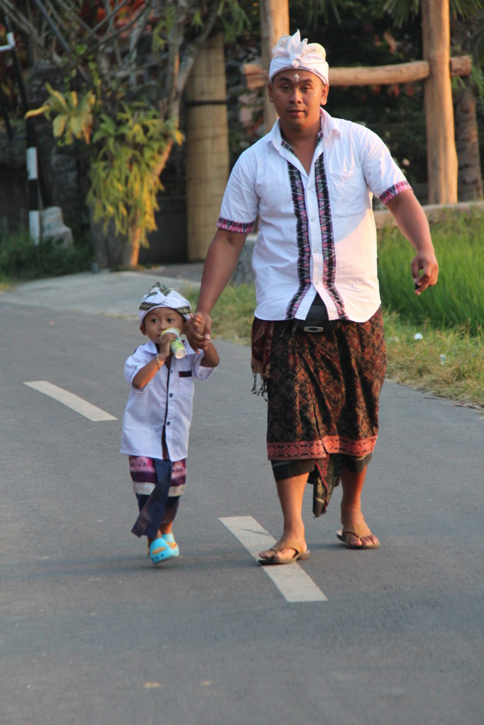 Bali temple visitors