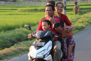 Balinese family on wheels
