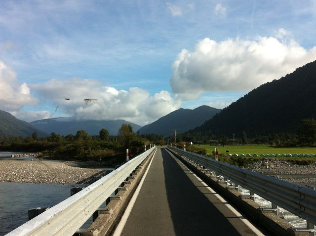 Driving in New Zealand, Haast bridge