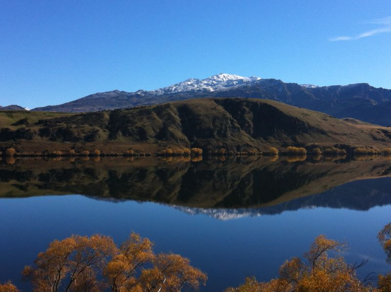Lake Hayes and mountains