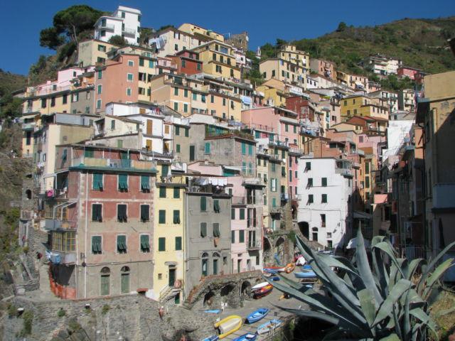 Hiking Cinque Terre Riomaggiore harbor