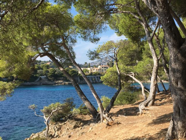 Walking around Cap-Ferrat bay view