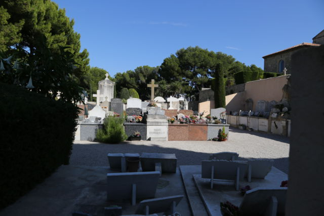 Walking around Cap-Ferrat, Cimetiere Belge
