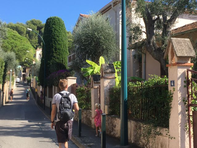 Walking around Cap-Ferrat street view