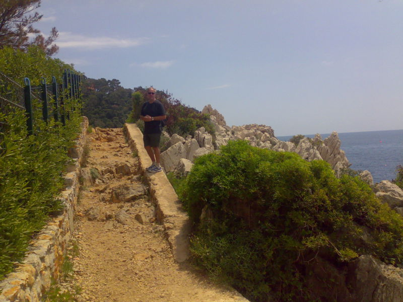Walking around Cap-Ferrat, the path