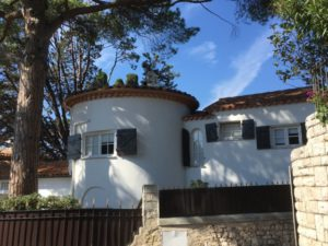 Walk around Cap-Ferrat, a white villa