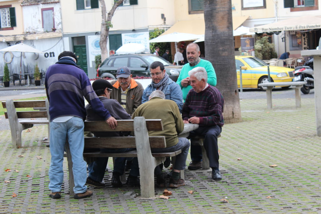 Funchal men playing cards