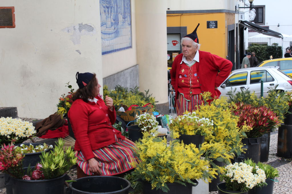 Mercado dos Lavradores flower sellers