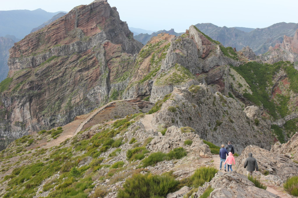 Walking track Pico Ruivo from Pico do Arieiro