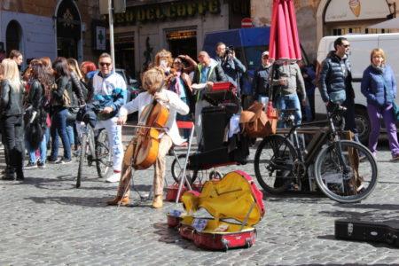A Rome weekend, Piazza della Rotonda musicians