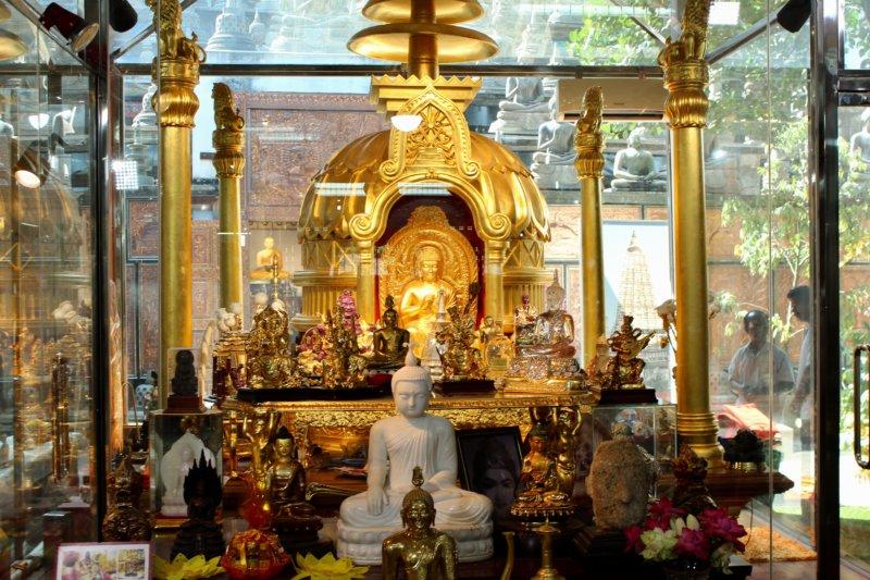 Gangaramaya Temple Buddha statues