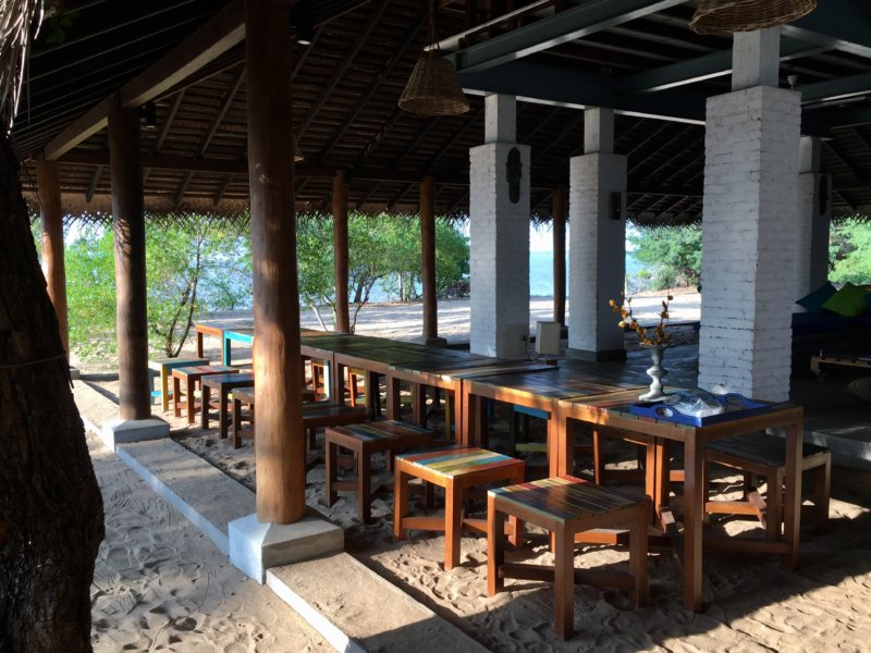 Villa Kalpitiya dining area