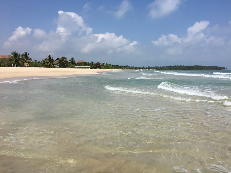Maalu Maalu Resort beach