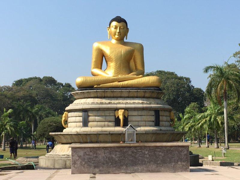 Viharamaha Devi Park Buddha