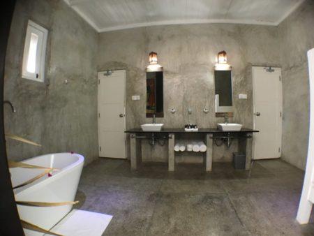 Maalu Maalu bathroom