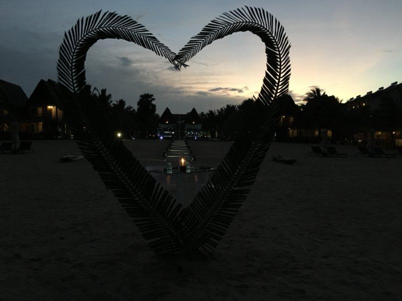 Maalu Maalu Resort candlelight dinner