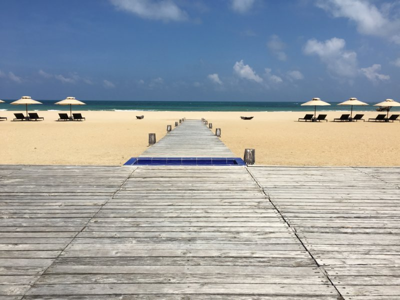 Maalu Maalu Resort beach walkway