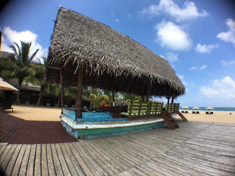 Maalu Maalu Resort beach bar