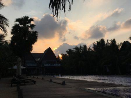 Maalu Maalu Resort after dark