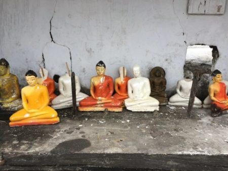 Ruwanwelisiya Dagoba Buddha corner