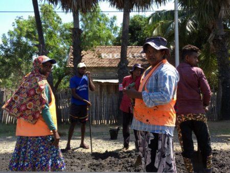 Sri Lanka East coast road workers