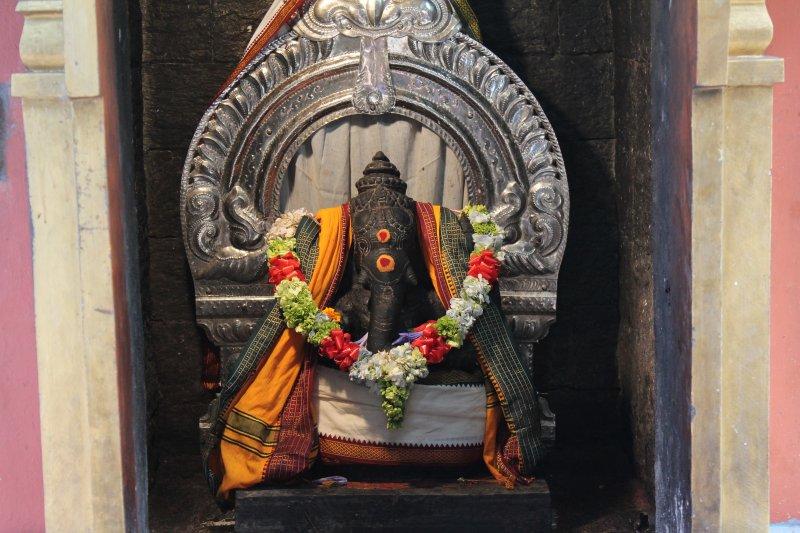 Nuwara Eliya sita temple elephant statue