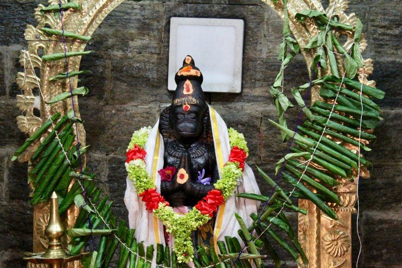 Nuwara Eliya sita temple statue