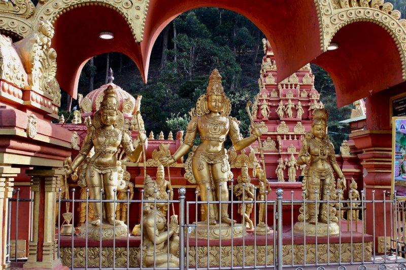Nuwara Eliya sita temple statues