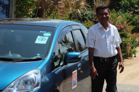 Our driver Mac and Connaissance de Ceylan car