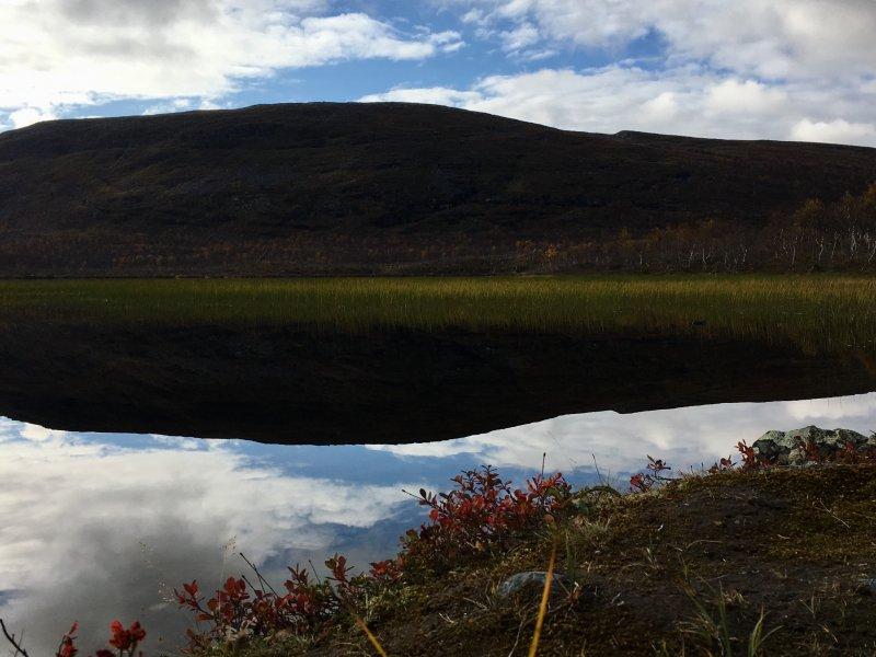 Lake Kuohkimajärvi and Swedish fells