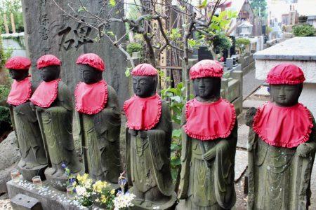 Yanaka temple yard statues