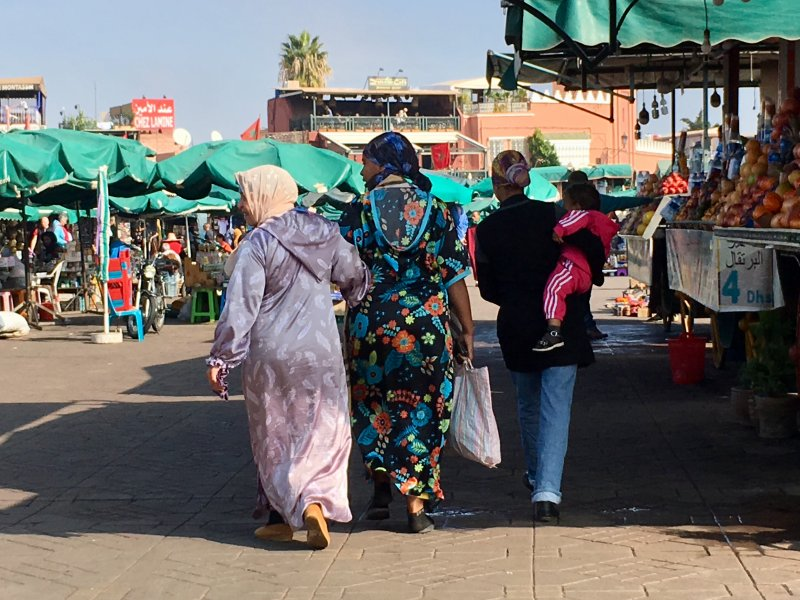 Women shopping on Jemaa el-Fna