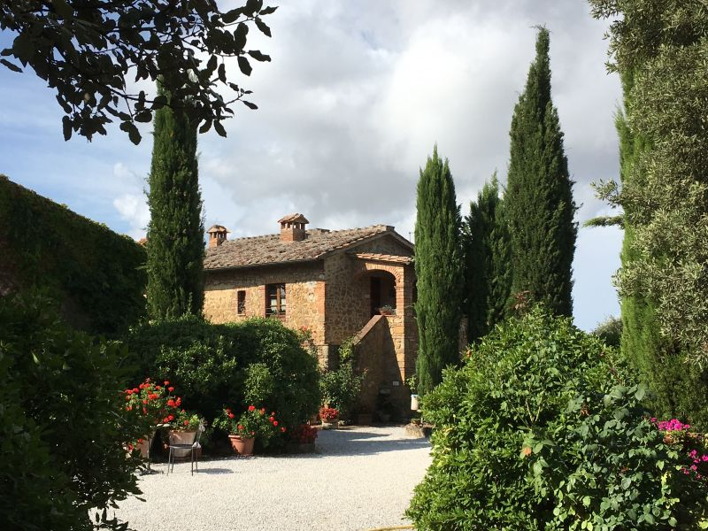 Italy by train and car: Agriturismo La Casa Nuova