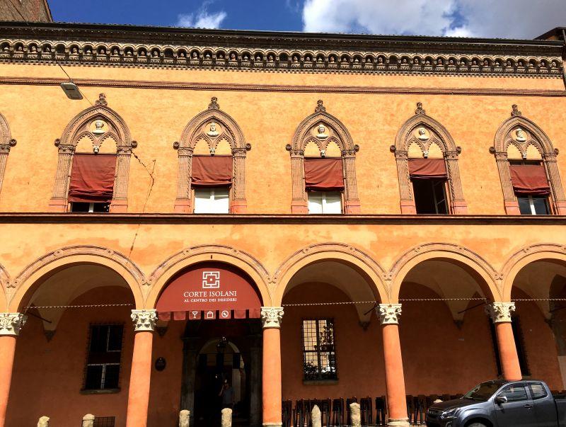 Corte Isolani, Piazza Santo Stefano, Bologna