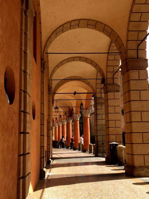 Piazza Santo Stefano portico, Bologna